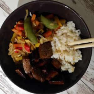 marinierter Seitan mit Asiagemüse Wokgemüse und Reis