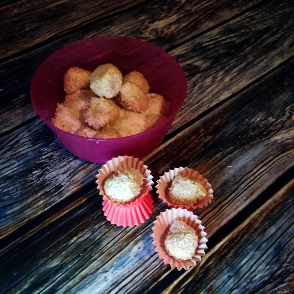 vegane Kokoskugeln mit Raffaello Geschmack