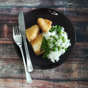 Paniertes veganes Sellerieschnitzel mit Erbsenreis