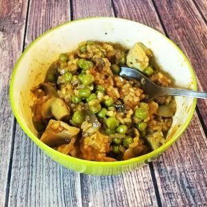 Veganes Reisfleisch mit Tofu, Erbsen und Champignons