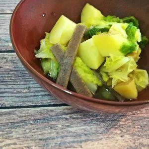 vegane Kartoffel-Kohl-Nudeln mit Salbeiöl und Hefeflocken