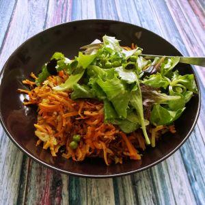 Süsskartoffel-Kartoffel-Rösti mit Erbsen-Salatmischung
