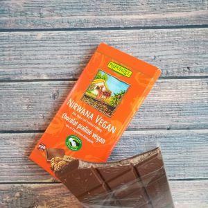 Nirwana Vegan Schokolade von Rapunzel in der Geschmacksrichtung Chocolat praliné vegan